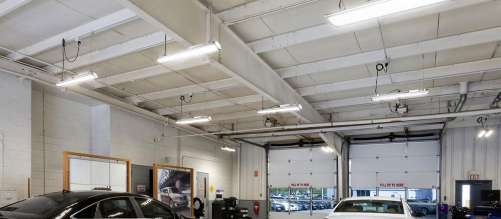 Linear industrial lighting fixtures for workshop lighting from EIS